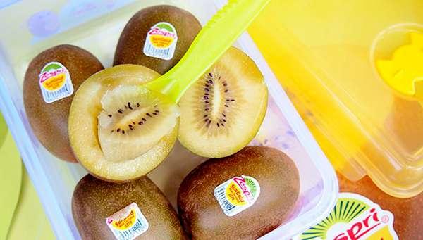 上海港迎来了2020年首批抵沪的新西兰佳沛阳光金果g3猕猴桃